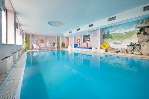 piscina hotel bucaneve